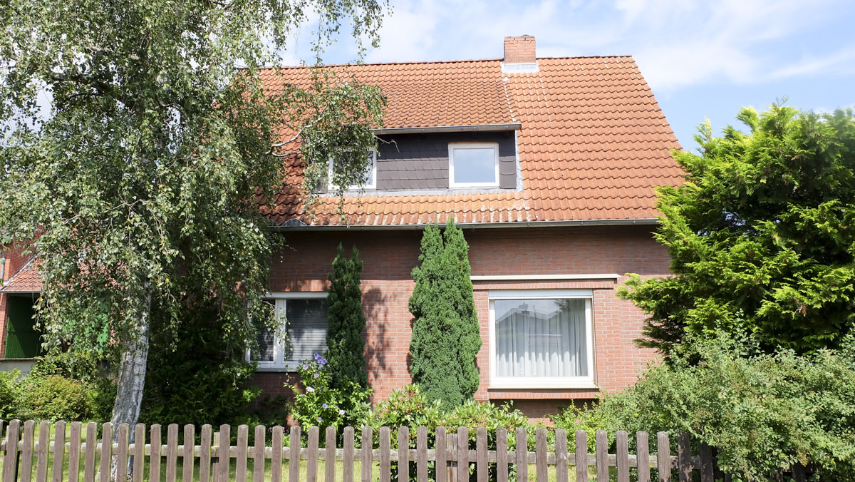 Braunschweig Veltenhof, Zweifamilienhaus Mit Garagen